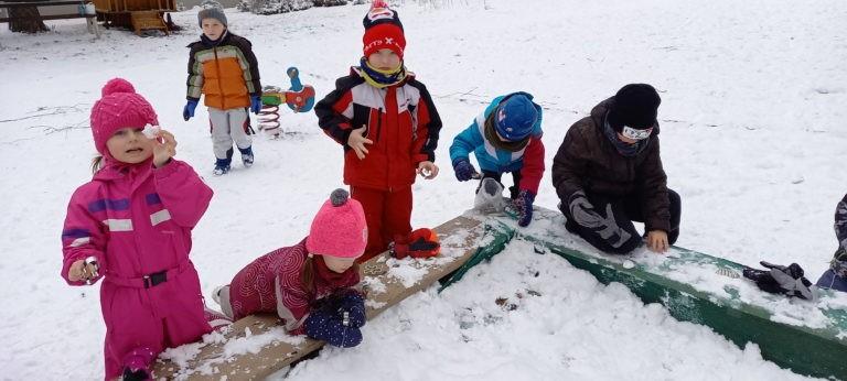 DATLÍCI tvoří ze sněhu
